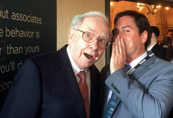 Dean Zander of ApartmentDeals whispers to Warren Buffet